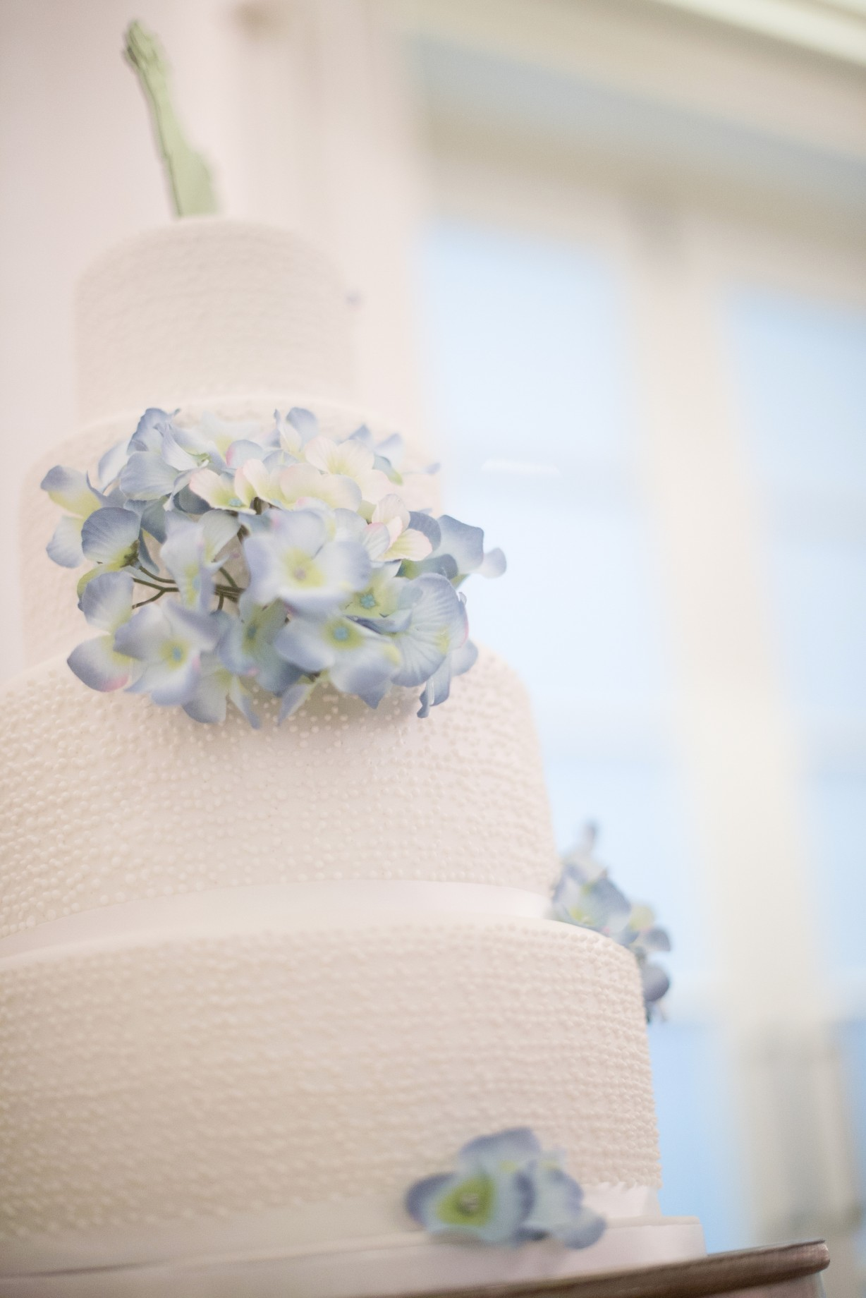 Wedding photography - Hythe beach wedding - the wedding cake