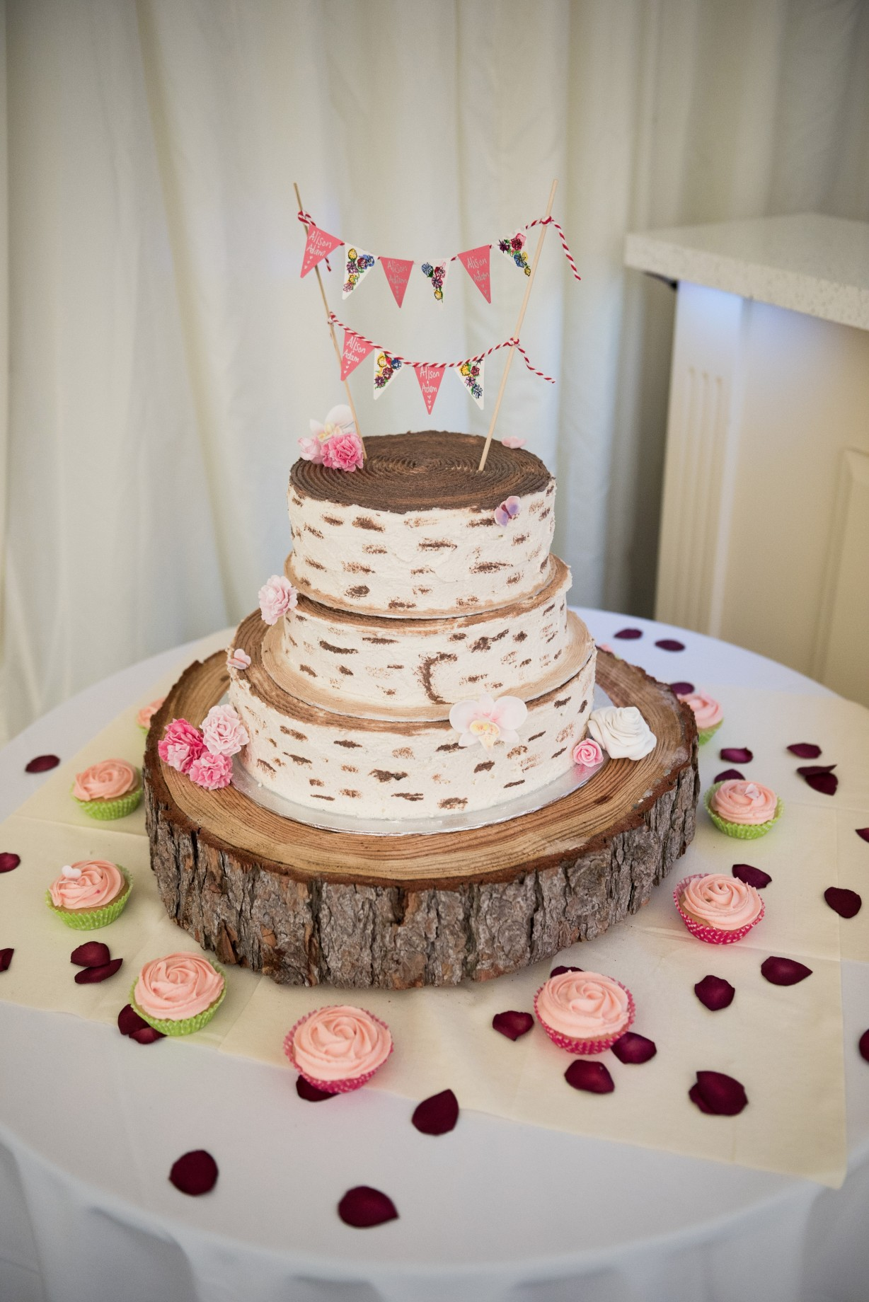 Wedding photography - wedding at Hayne house in Saltwood - the wedding cake